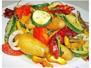 картофель с овощами в духовке