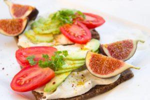 бутерброд с лососем на завтрак