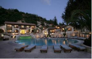 отель расположен на трассе Пафос – Полис